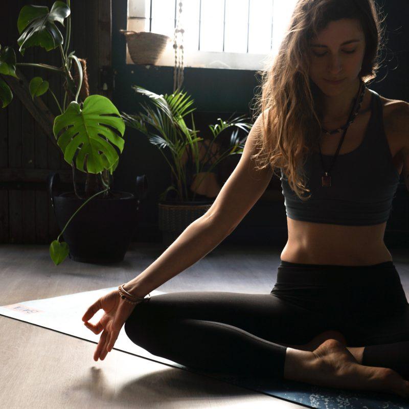 posture joy yoga studiodeyoga montpellier